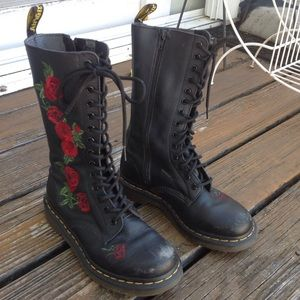 Dr Martens Vonda Boots Leather Embroider Rose Tall